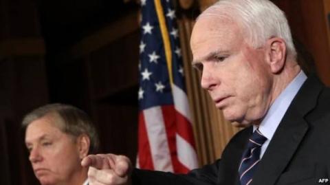Маккейн обосрется и со страху сожжет еще один авианосец - легкий стёб