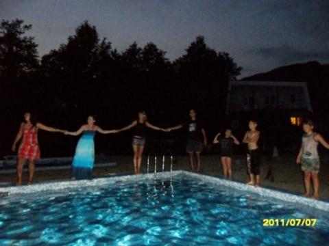 последняя ночь... всеобщий ажиотаж с купанием в бассейне