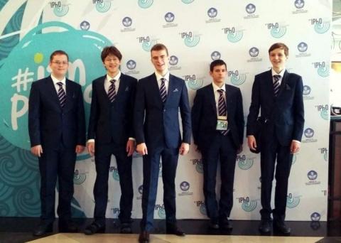 Россия впервые выиграла 5 зо…