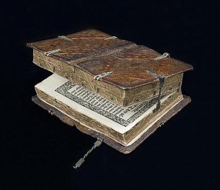 Уникальная книга 16 века, которую можно прочитать шестью способами