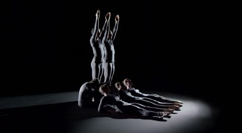 Люди-кости борются против артрита