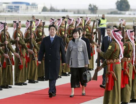 Синдзо Абэ договаривается со странами Ближнего Востока