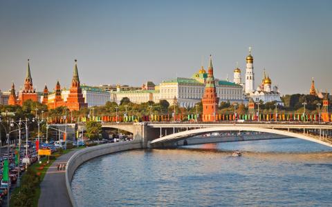 Как долго Москве осталось бы…