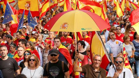 Почти 1 млн человек вышли на митинг в Барселоне за единство Испании