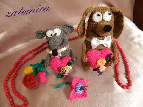 Святому Валентину немного вязанных сувениров