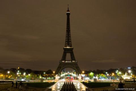 Эйфелева башня погасла в пам…