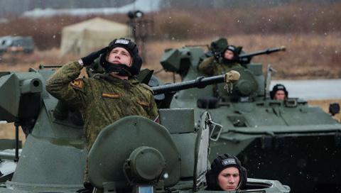 Западный военный округ получил более тысячи боевых машин в 2017 году