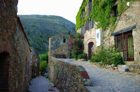 Castelnou - средневековая де…