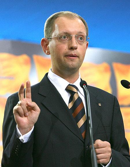 """Яценюк: """"Ещё при нашей жизни те, кто захватывали Крым, будут извиняться перед украинским народом"""""""