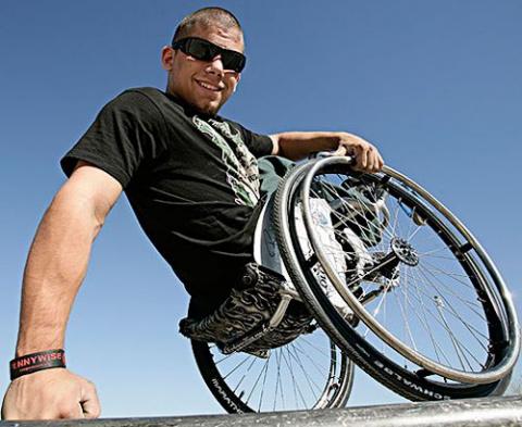 Рекламу спортивных витаминов поручили экстремалу-инвалиду