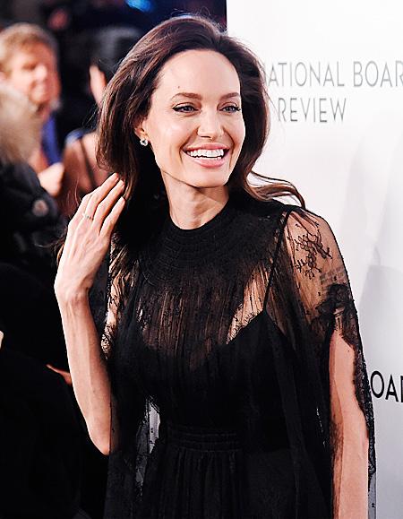 "Иконы стиля — Анджелина Джоли на  ""The National Board Of Review Annual Awards"""