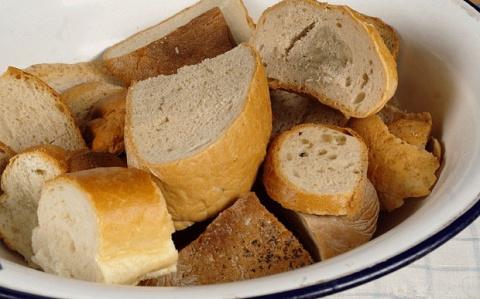 Удивительно вкусный пирог на сковороде из черствого хлеба