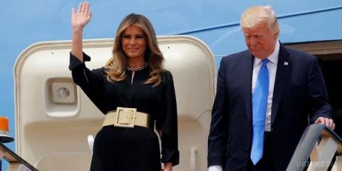 Женщина, с которой мир не сводит глаз: лучшие образы Мелании Трамп (Фото)