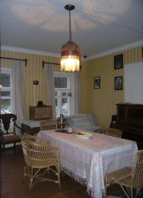 Вышивки из музея Пришвина в Дунино