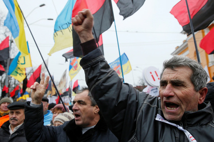 Протестующие штурмом взяли О…