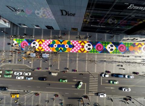 Сладкая инсталляция в Китае. Ковёр из тринадцати тонн конфет