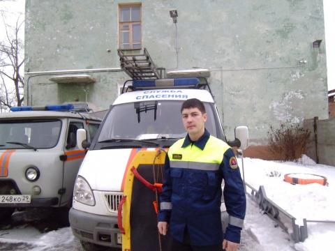 Спасатели спасли мужчину, провалившегося под лед