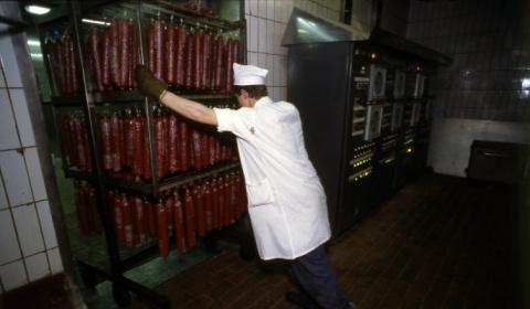 Запертого в холодильнике мяс…