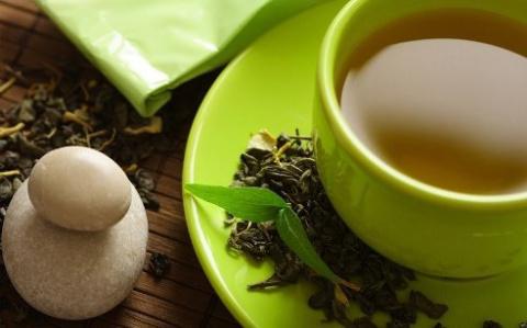 Чай лечит волосы