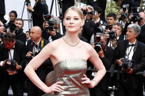 Неудачное платье Светланы Ходченковой испортило ее появление на Каннском фестивале