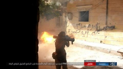 На кадрах: боевики бьют из р…