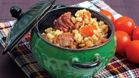 Рецепты от Дарьи Донцовой: сытная перловая каша с мясом, перловка с грибами и козинаки из перловки