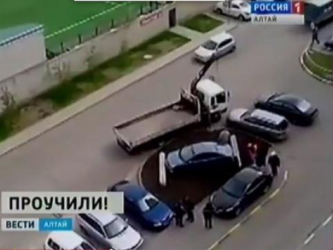 В Барнауле соседи наказали даму за наглую парковку на газоне