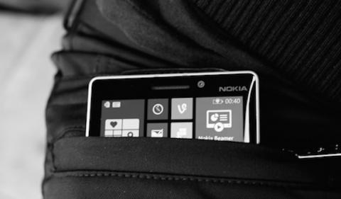Nokia выпустила дизайнерские штаны, заряжающие гаджеты