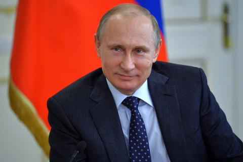 Путин повысил зарплаты чиновников, дипломатов иработников юстиции на4% в2018 году