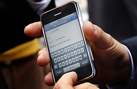 ШОК! Взорвался найденный на улице iPhone!
