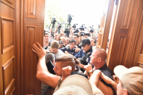 Веселая сессия Одесского горсовета:  36 пострадавших в драке между радикалами и полицией