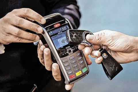 Брелок заменит… банковскую карточку