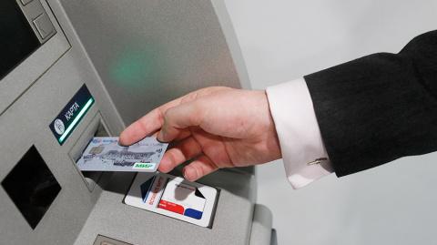 За год с банковских карточек…