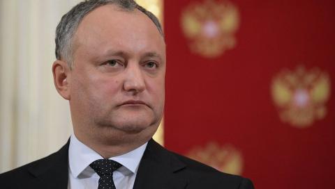 Кризис власти в Молдове: почему президент Додон превратился в «английскую королеву»