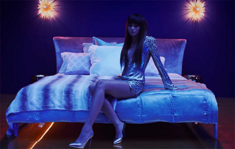 Звезда «Человека-паука»  появилась в клипе Бруно Марса на песню «Versace On The Floor»