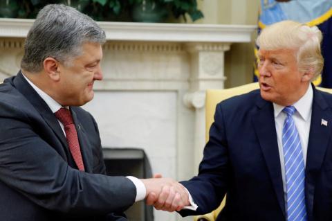 Трамп «сливает» Порошенко Путину: в Киеве резко заговорили о мире с Россией