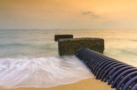 Пляж с канализацией: где море самое чистое на курортах Чёрного моря
