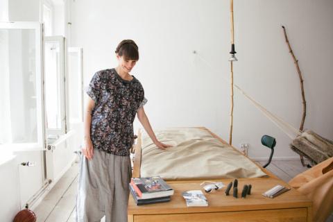 Уютный стол и рабочая кровать