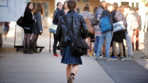 Зачем французские мальчишки надели юбки