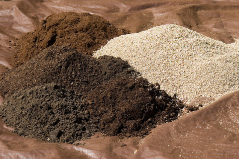 Как правильно удобрять разные типы почв