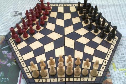 Шахматы на троих.