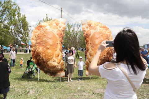Крымский чебурек — самый бол…