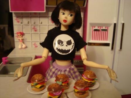 Еда для кукол - чизбургеры