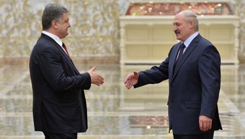 Лукашенко и Порошенко чертят возле России «ось добра»