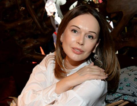 Оскорбленная Ирина Безрукова ударила режиссера по лицу