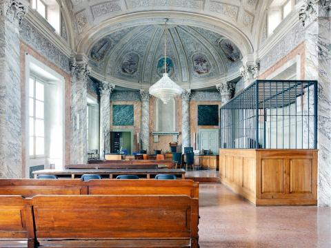 Залы суда, где нестыдно полу…