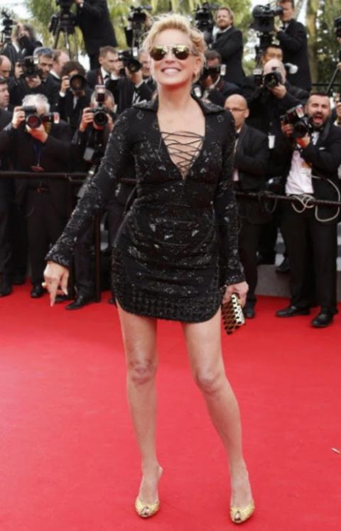 56-летняя Шэрон Стоун шокировала умопомрачительно коротким платьем