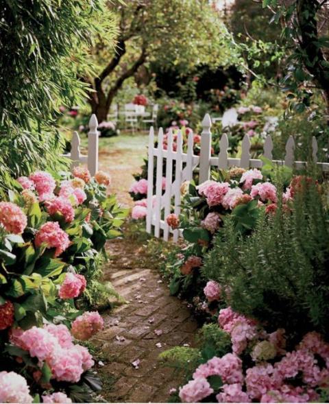 20 идей декорирования сада в…