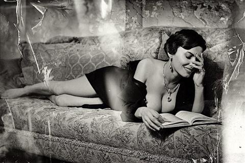 Ты — женщина, ты — книга между книг...