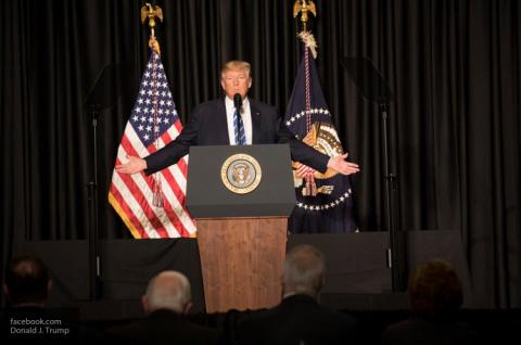 Глава США Дональд Трамп прокомментировал заявление Клинтон о причинах поражения